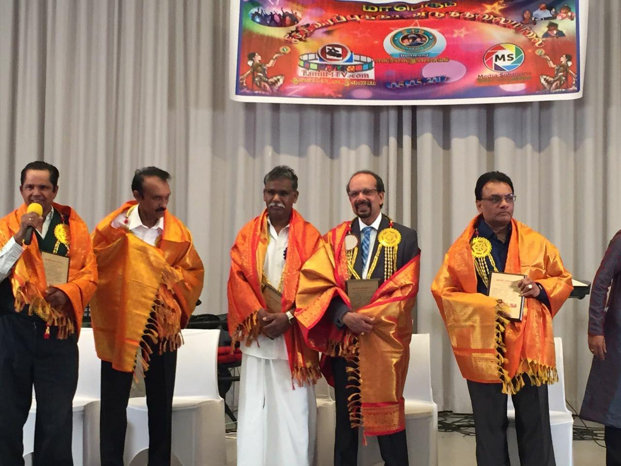 டோட்முண்ட் நகரில் சித்திரைப் புத்தாண்டுக் கலைவிழாவில் ஐந்து சாதனைக் கலைஞர்கள் கௌரவிப்பு