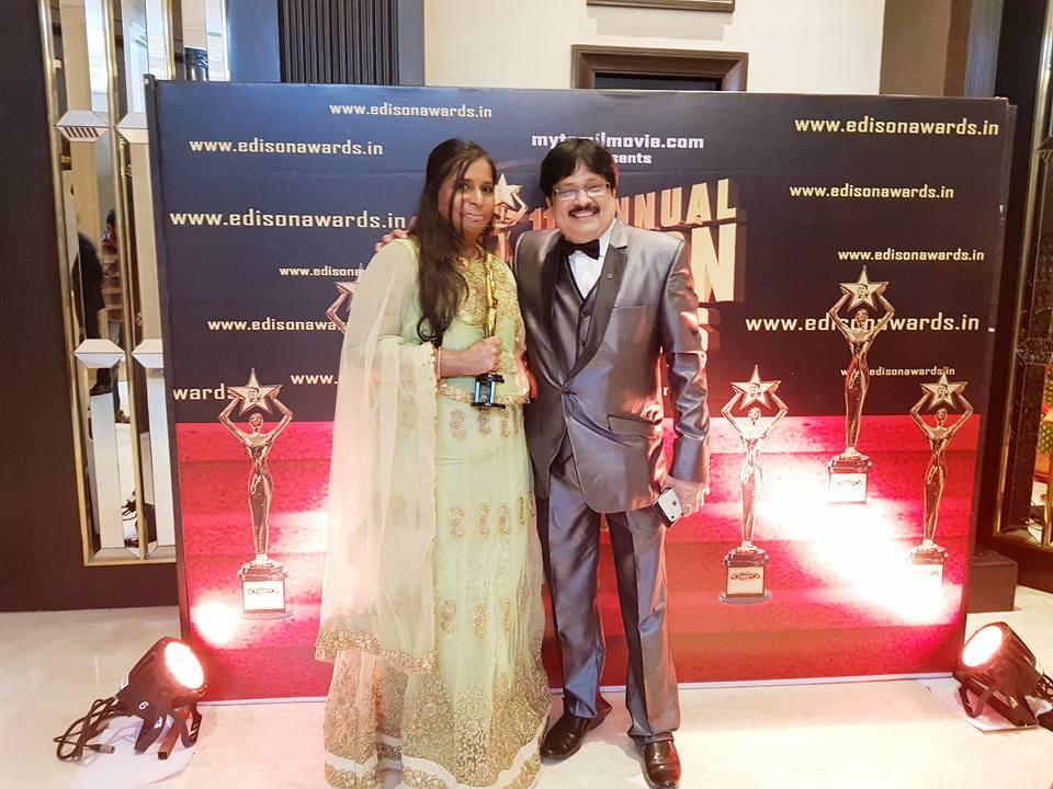 இந்தியாவில்நடைபெற்ற எடிசன் விருதுதில் சிறந்த பாடலாசிரியருக்கான விருதைபாடலாசிரயர் பாமினி பெற்றுள்ளார்