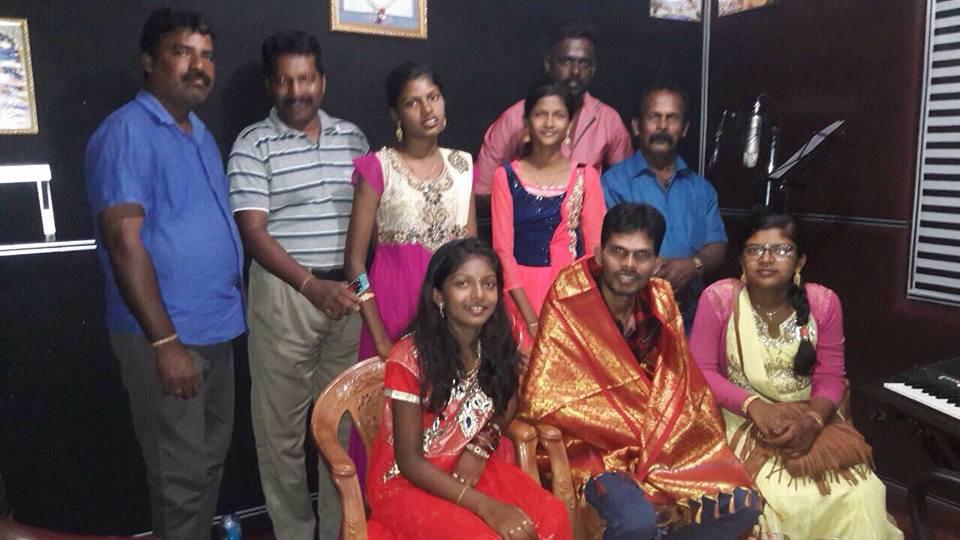 வாழும்காலத்தில் கலைஞர்களுக்கு கௌரவிப்பு வழங்கிய ஈசன் சரண் குடும்பத்தினர்