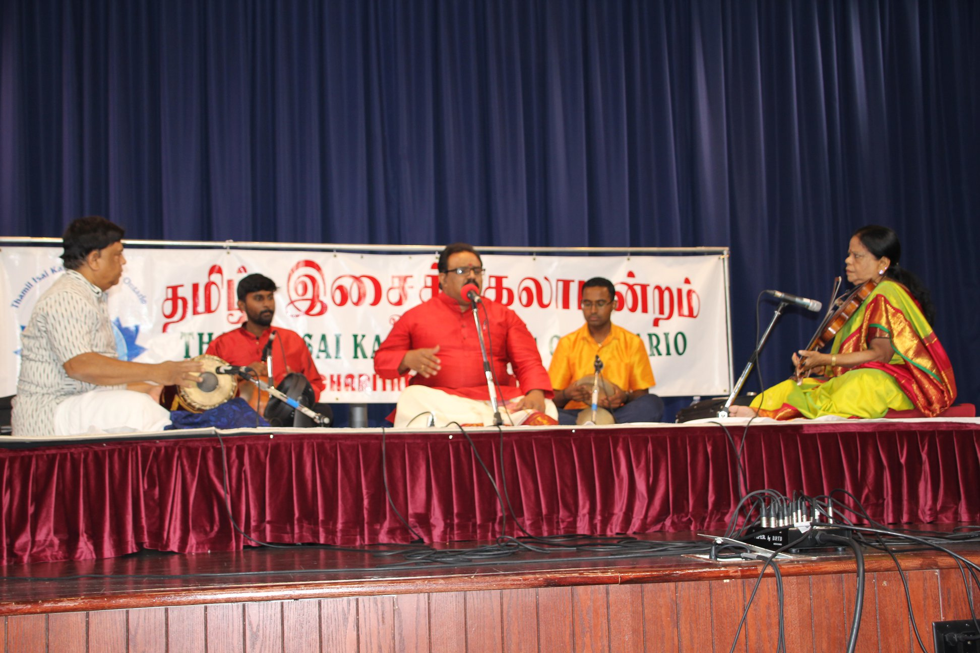 """ஸ்காபுறோவில் உள்ள மன்றத்தின் கலா மண்டபத்தில் கனடாவில் கடந்த 25  ஶ்ரீ தியாகராஜ இசை உற்சவம்"""" வருட நடைபெற்றது."""