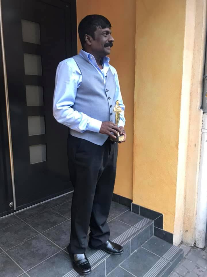வெற்றி மணிவிழாவில் வாழ்நாள் சாதனையாளர் விருது பெற்ற ETR வானொலி அதிபரும்திரு ரவீந்திரன்