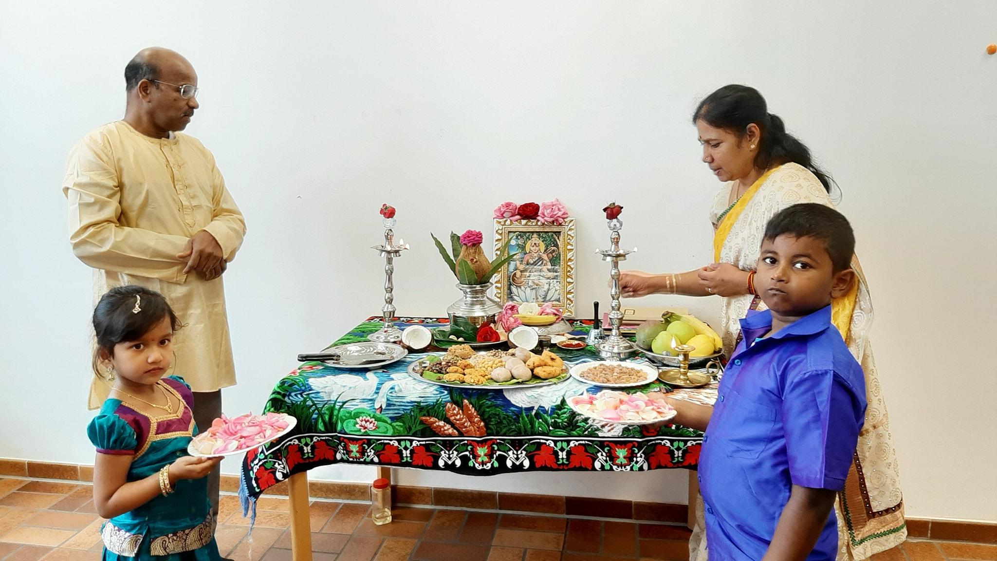 யேர்மனி ஸ்சலோன்  நகரில் வாணிபூசை..06,10,2019  சிறப்பாக நடந்தேறியுள்ளது