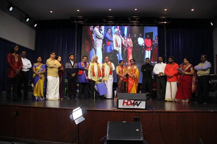 தாயகப் பாடல்கள் பலவற்றை பாடிய  கலைஞர்கள் கனடாபைரவி இசைக் கல்லூரிகொரவித்தது